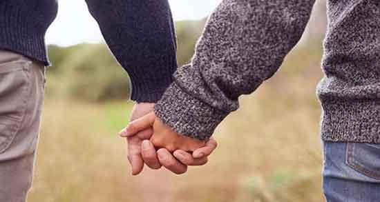 متن در مورد دستانت ؛ متن دستانم را میگیری و متن عاشقانه دستات تو دستامه